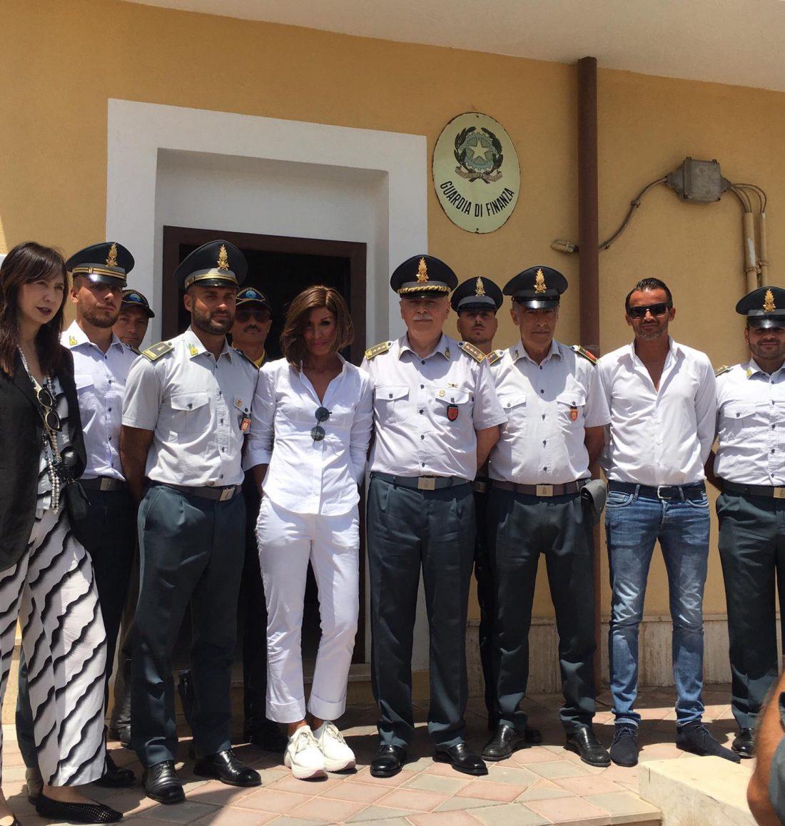 A Lampedusa con le Forze dell'Ordine impegnate sul territorio.