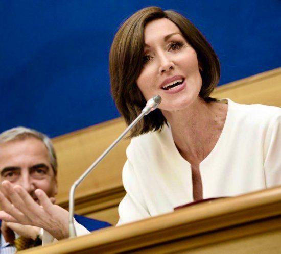 Senato: Taverna non c'entra, ma da M5S inaccettabile linciaggio a Gasparri