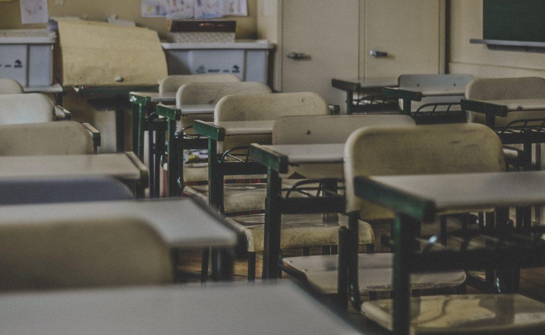 scuola italia: la prima a chiudere e l'ultima a riaprire